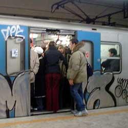 スリ対策:地下鉄とバスは要注意