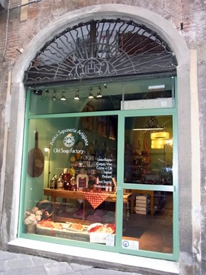 shops in Lucca