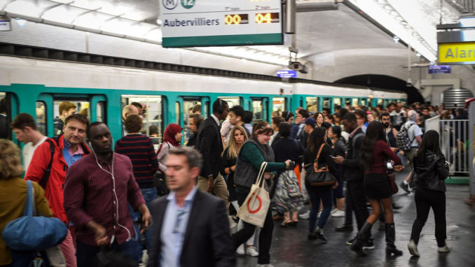 混雑の地下鉄