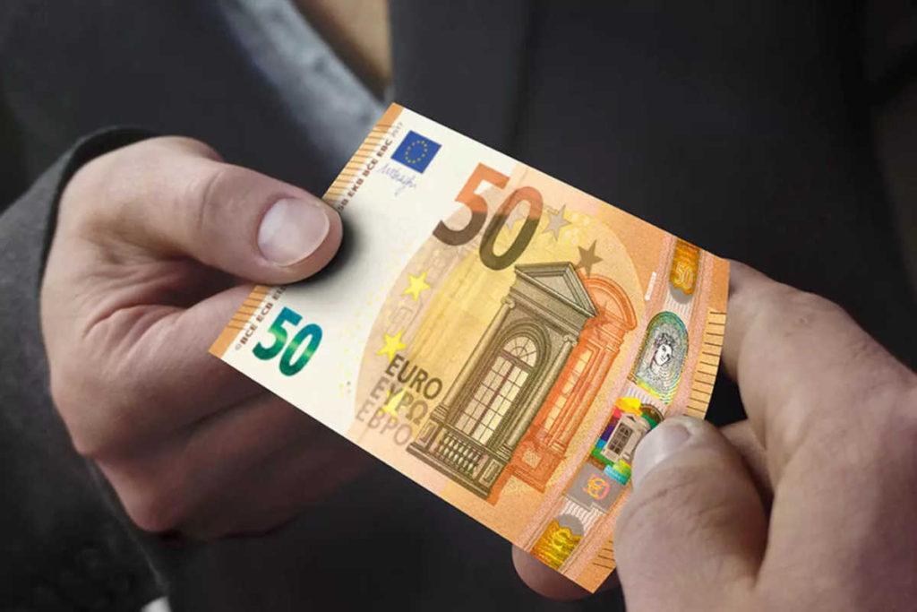 50ユーロ札など大きなお札での支払いは要注意
