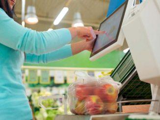 スーパーマーケットの野菜秤