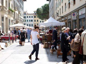 フィレンツェ チョンピ広場の蚤の市