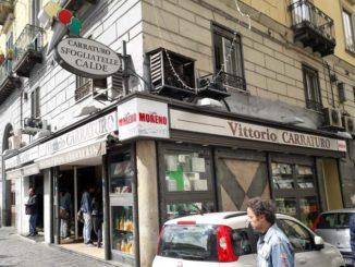 ナポリのスフォリアテッラ店 Carraturo Vittorio