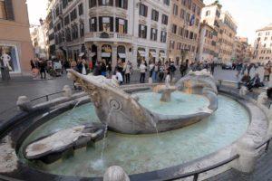 ローマ バルカッチャの噴水