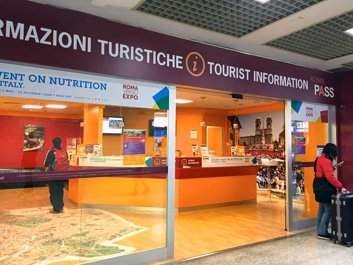 ローマ空港内の観光インフォメーション