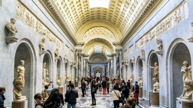 ローマ ヴァチカン美術館廊下