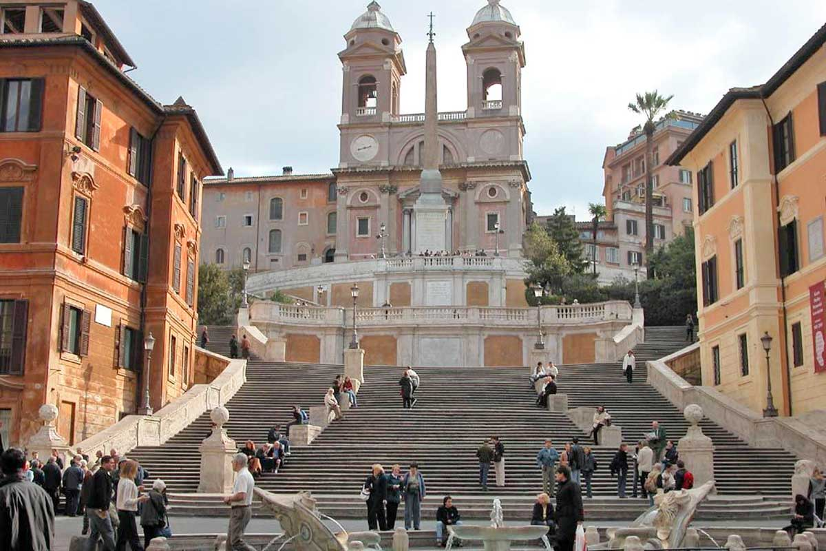スペイン階段とトリニタ・デイ・モンティ教会