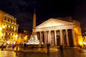 ローマ 夜のパンテオンとロトンダ広場