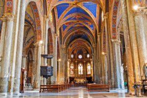 ローマ サンタ・マリア・ソプラ・ミネルヴァ教会内部