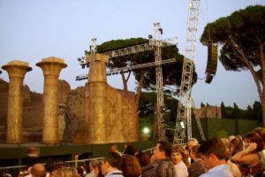 ローマ・カラカラ浴場の野外オペラ開演前