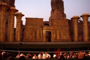 ローマ・カラカラ浴場の野外オペラ開演直前