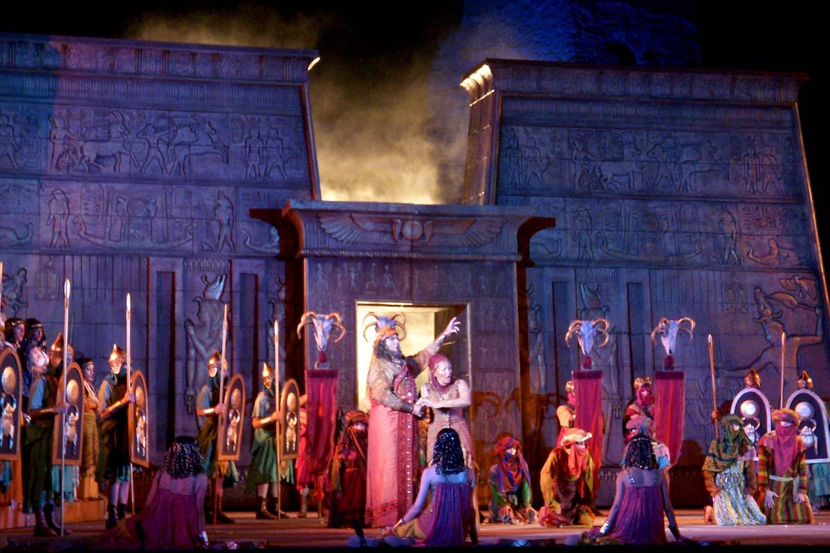 ローマ・カラカラ浴場の野外オペラ