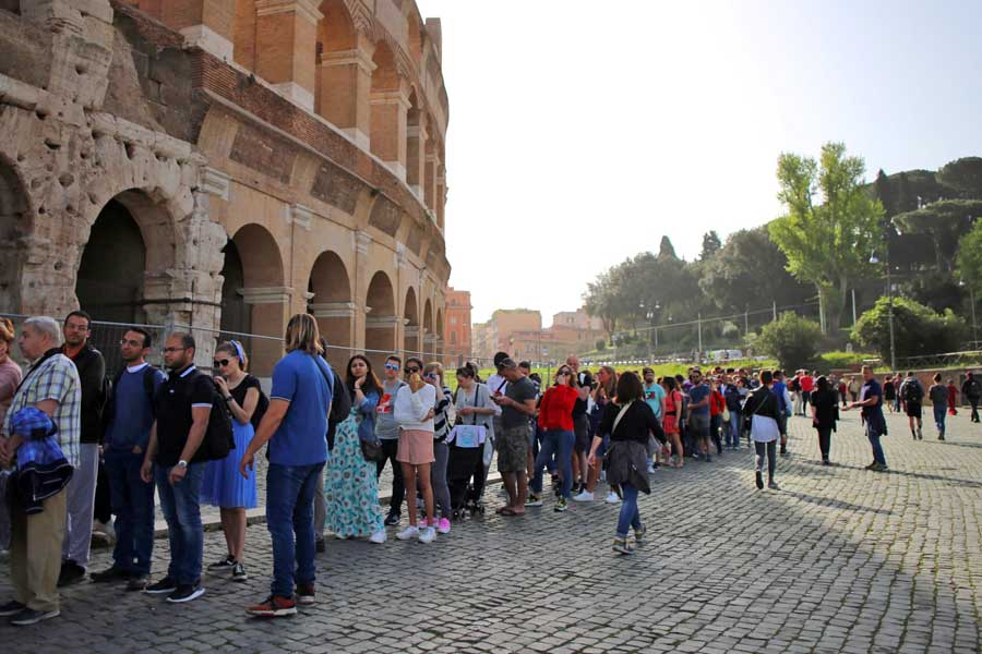 rome_colosseum-entrance-queue