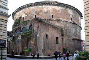 ローマ パンテオン神殿の後ろ姿