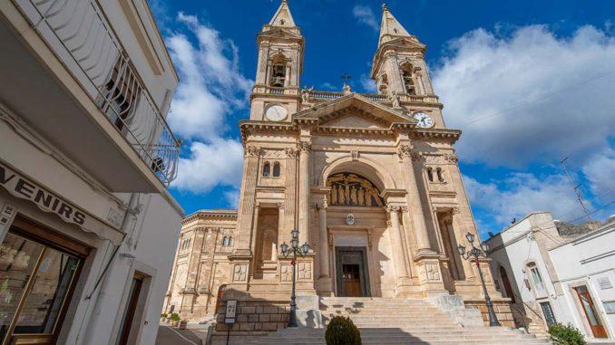 アルベロベッロ コズマ・エ・ダミアーノ聖堂