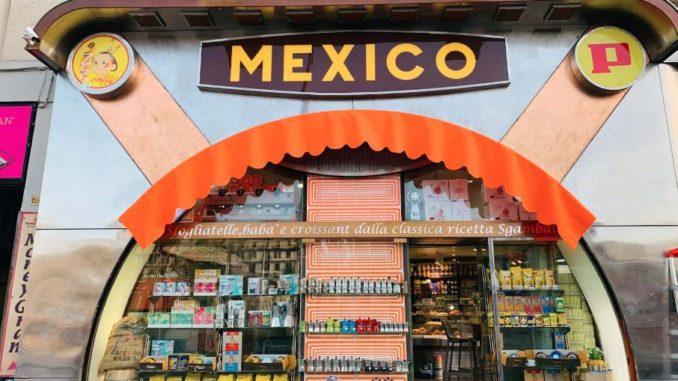ナポリ中央駅前のバールMexico