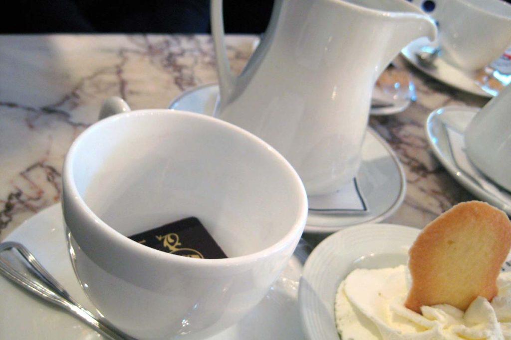カフェ・ペドロッキのホットチョコレート