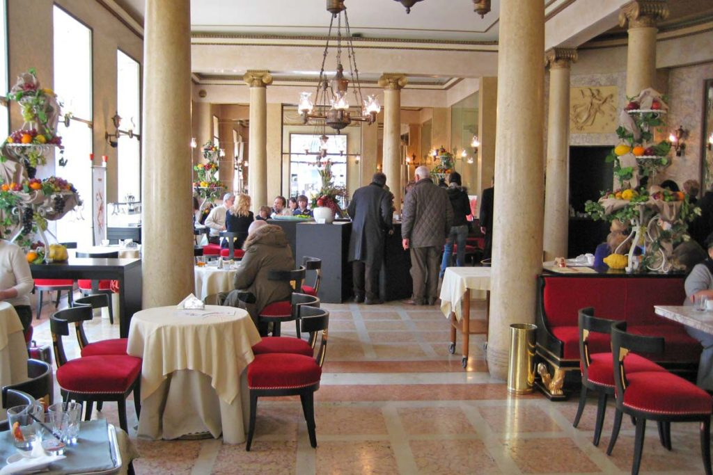 Caffe' Pedrocchiの店内