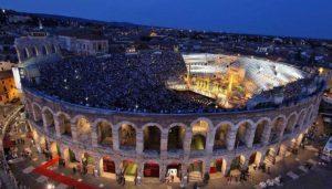 ベローナのアリーナの野外オペラ