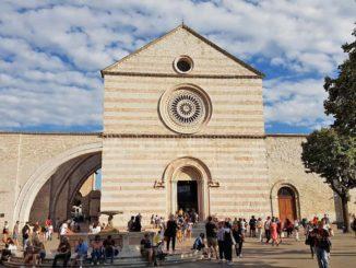 アッシジのサンタキアラ聖堂