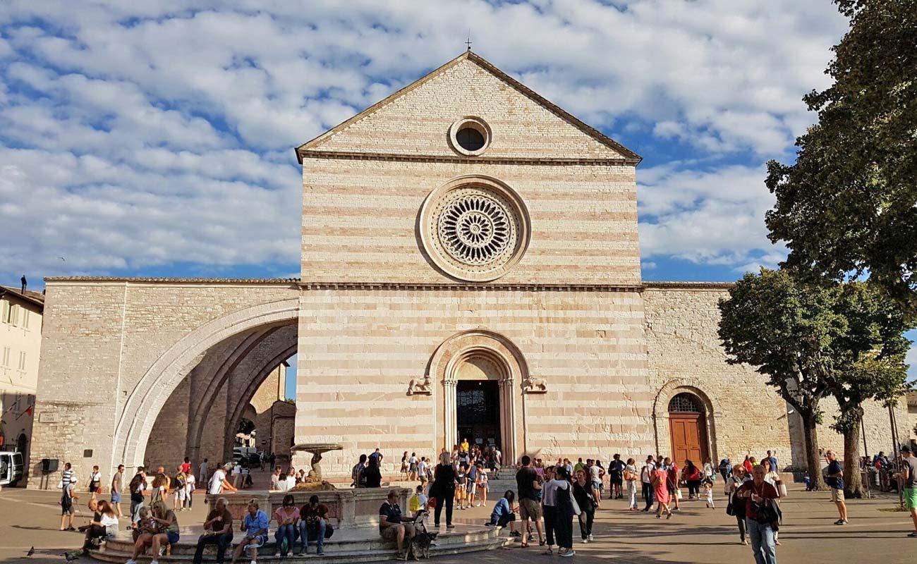 assisi_basilica-di-santa-chiara