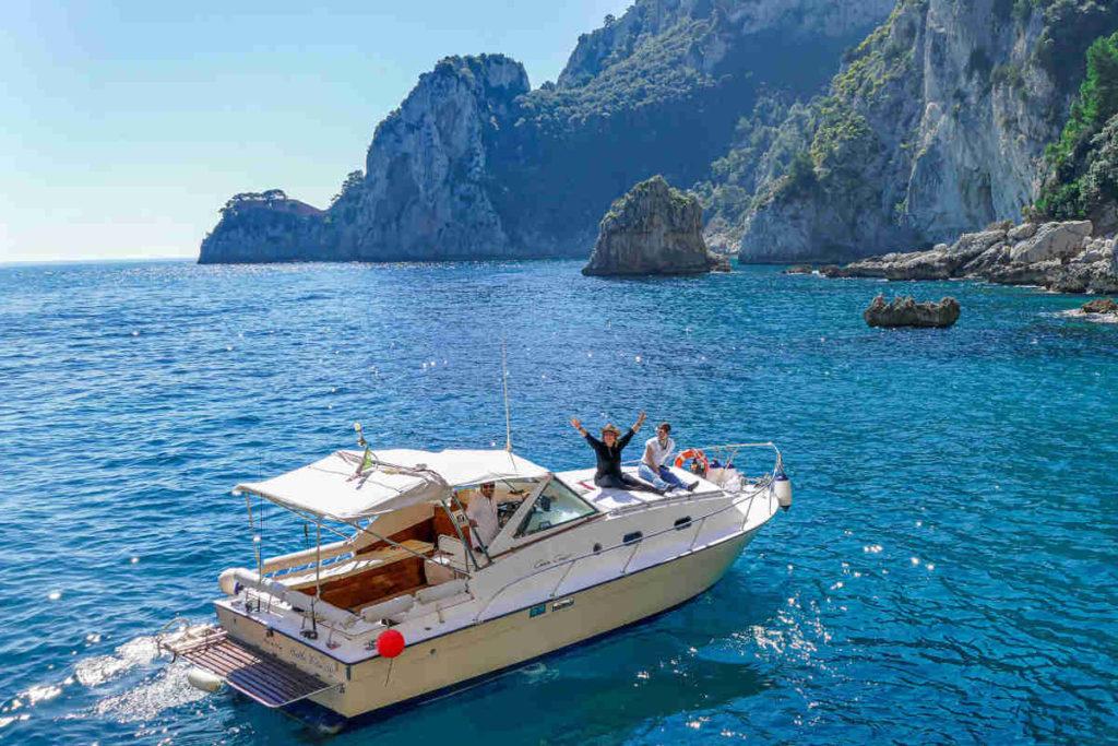 カプリ島のボートツアー