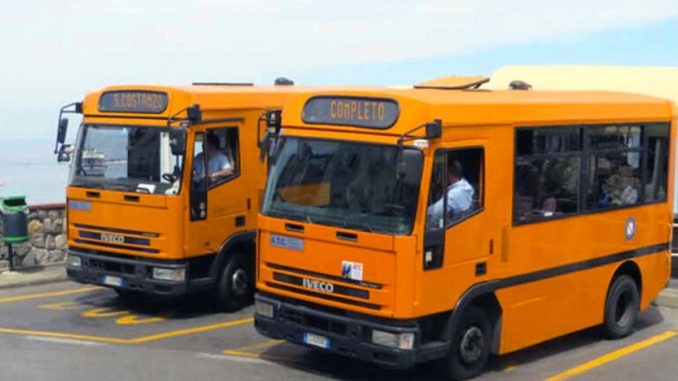 カプリのバス