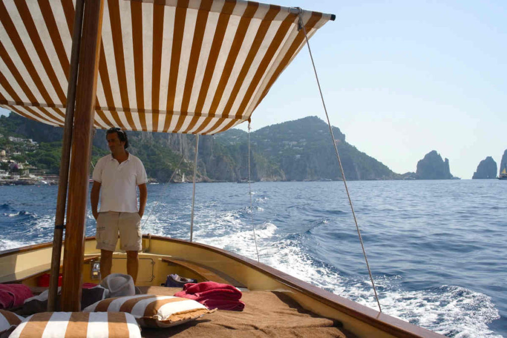 カプリ島で貸し切りボート