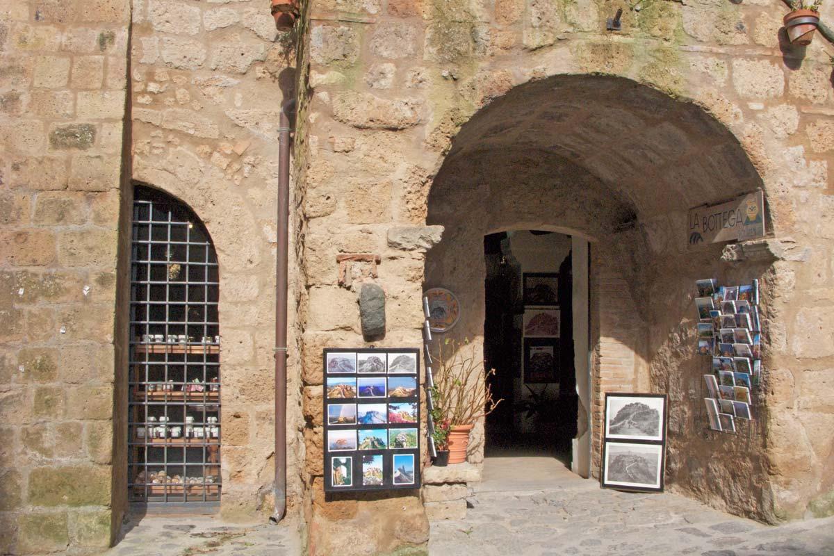 civita-souvenir-shop
