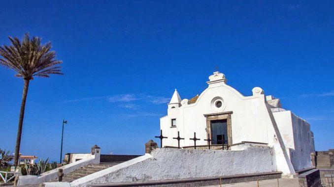 イスキア島のソッコルソ教会