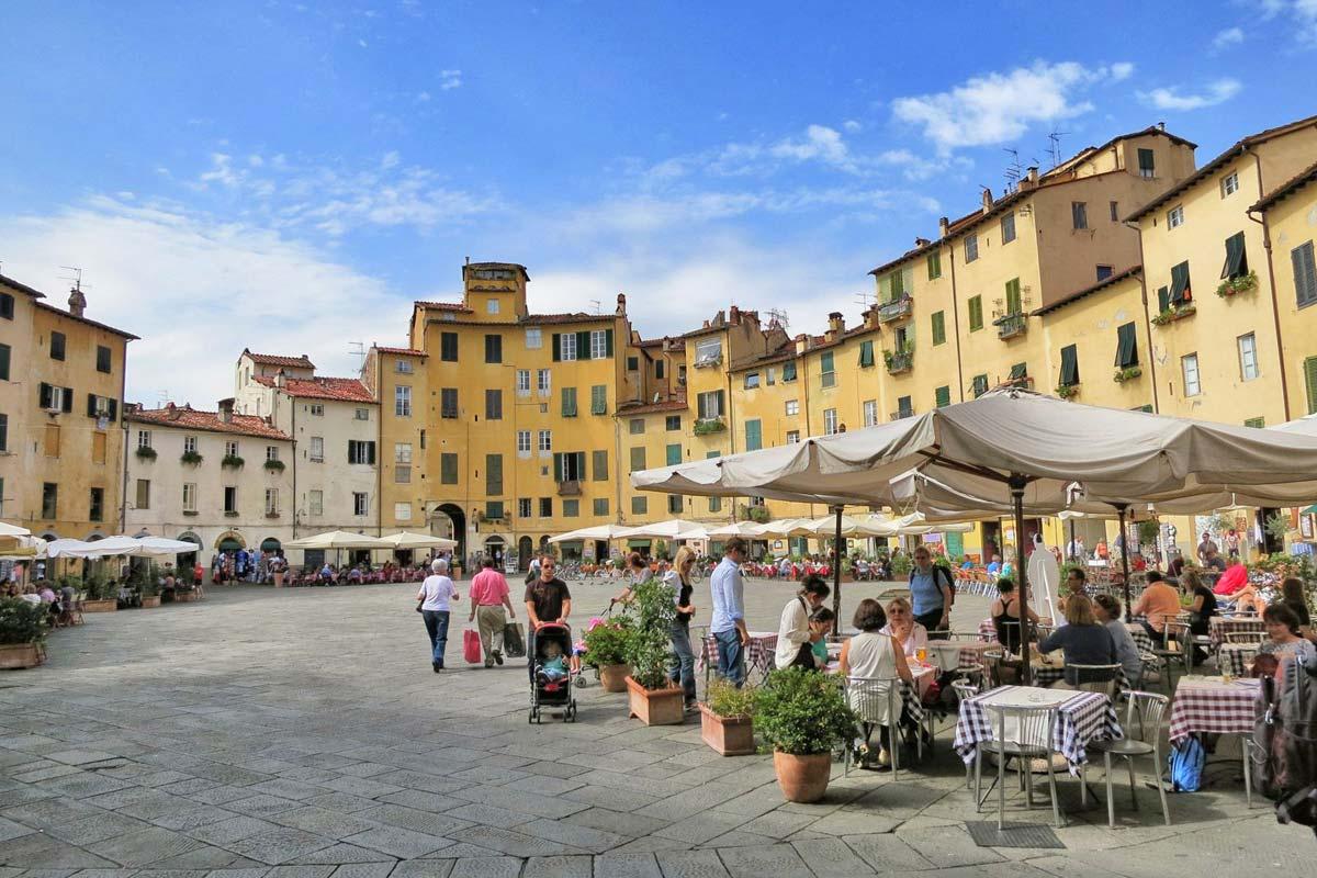 lucca_piazza-dell-anfiteatro