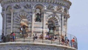 ピサの斜塔の上部