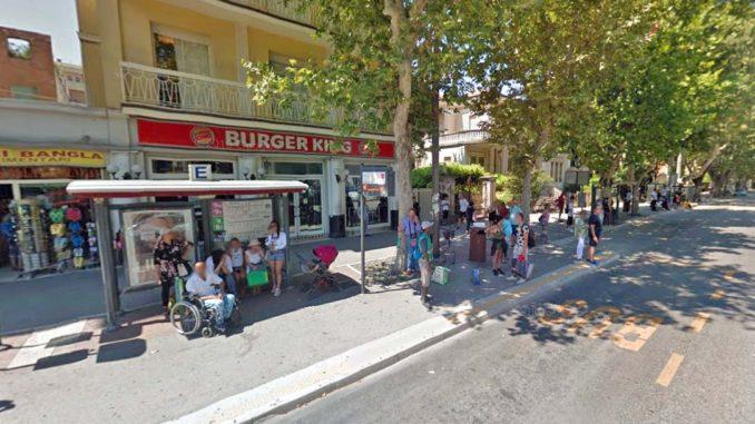 リミニ駅前のバス停