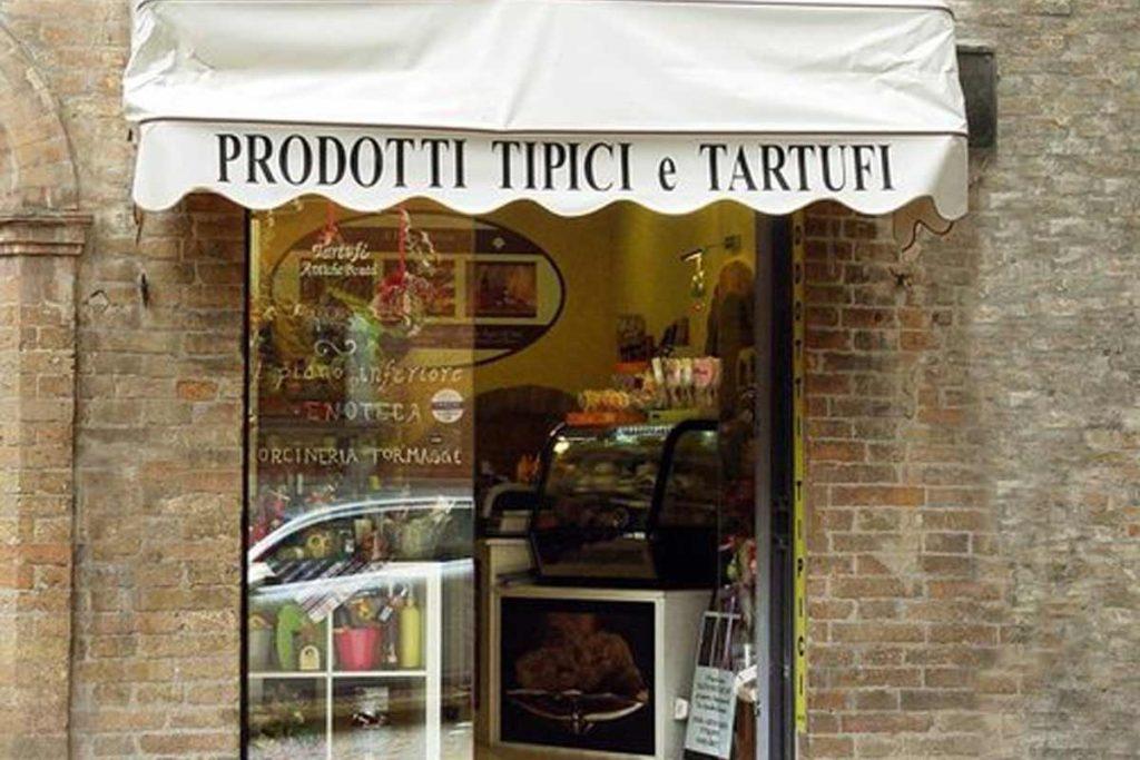 ウルビーノのトリュフ食材店「Tartufi Antiche Bonta'」