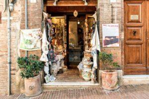 ウルビーノのお土産店「ダス・アンデレ」