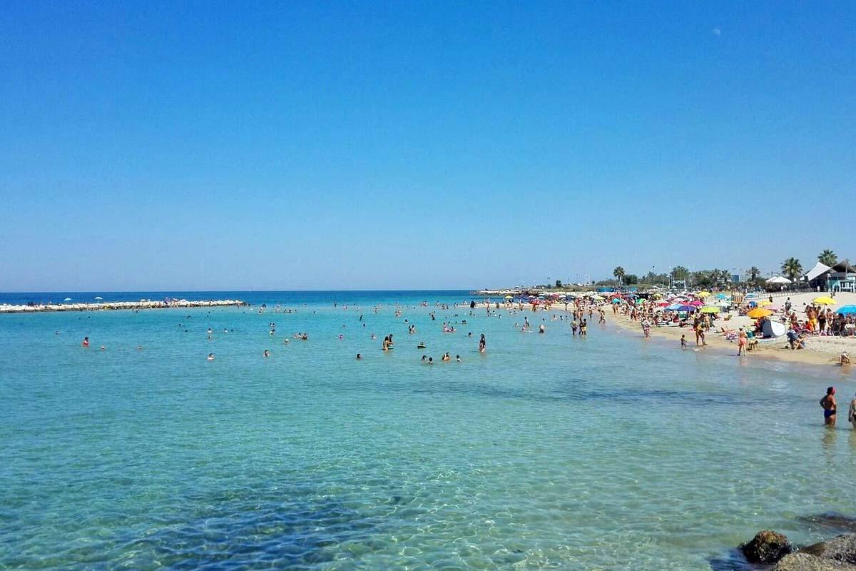 bari_spiaggia-pane-e-pomodoro