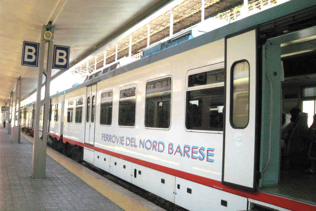 FERROVIE NORD BARESE電車