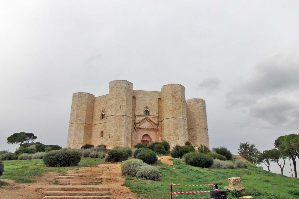 castel-del-monte_corona