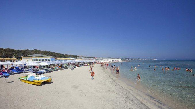 レッチェの人気ビーチ「サン・カタルド」