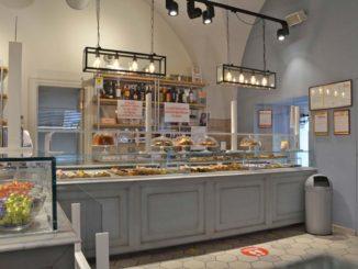 マルティーナ・フランカの人気バール菓子店「ADUA」