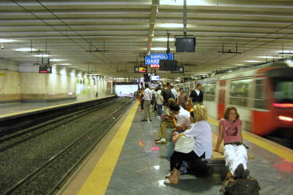 ナポリのCircumvesuviana鉄道
