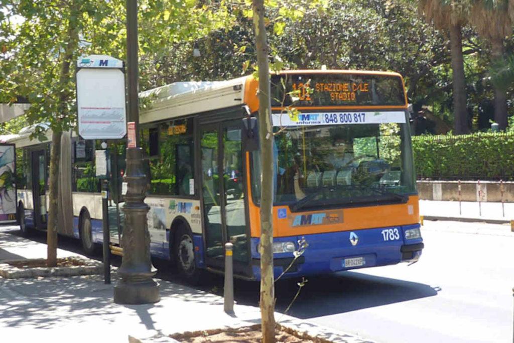 パレルモの市内バス