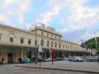 サレルノFS駅