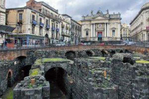 カターニアの古代ローマ円形劇場