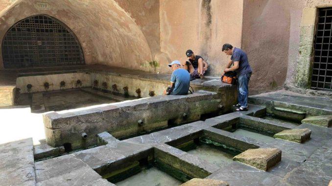 チェファルー『中世の洗濯場』