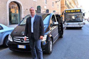 ローマ送迎車