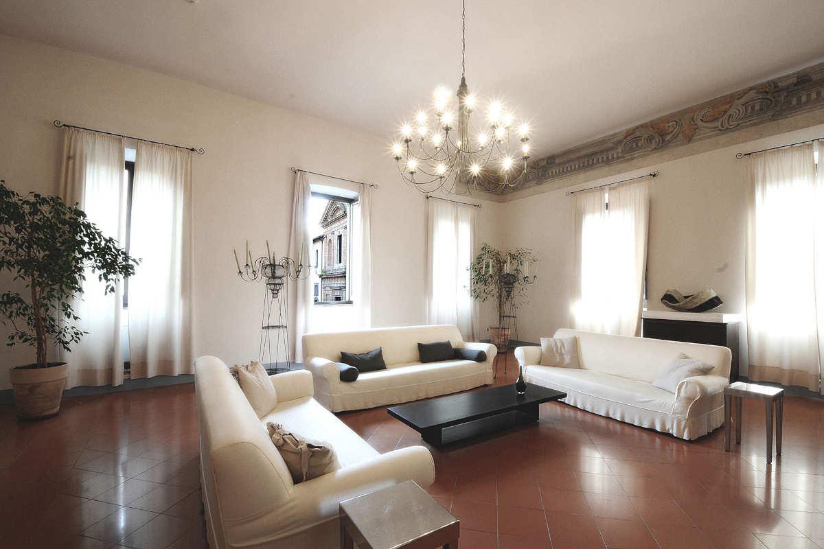 Hotel Palazzo Piccolomini 館内のラウンジルームは雰囲気も良く、ゆっくりくつろげます
